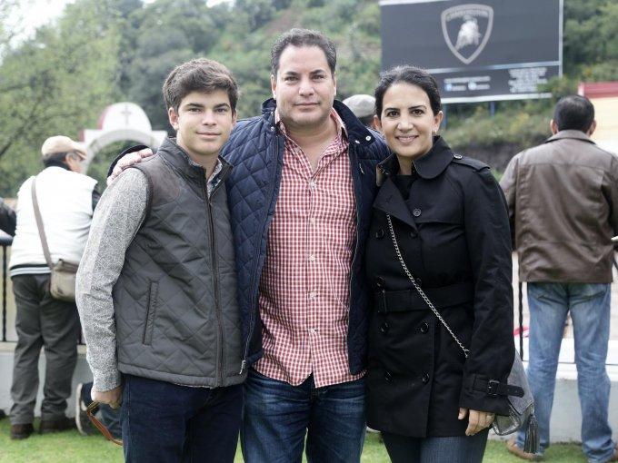 Luis y Luis Corona con Karen Artigas