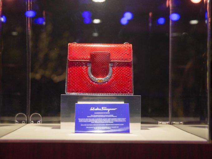 El bolso que representa los 20 años de Ferragamo en México