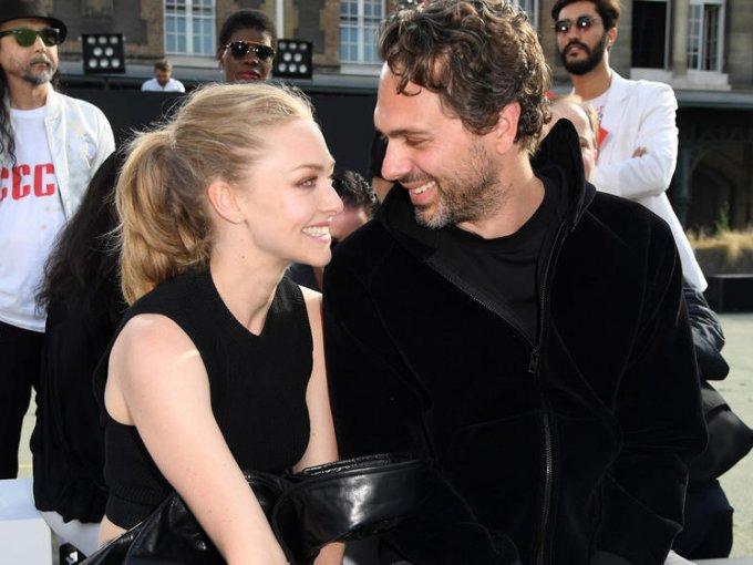 Amanda Seyfried y Thomas Sadoski: 'Nos casamos por el civil, solo nos tomó dos horas y saliendo seguimos con nuestras vidas, es lo que nos hace felices' menciona Thomas en el show de James Corden.