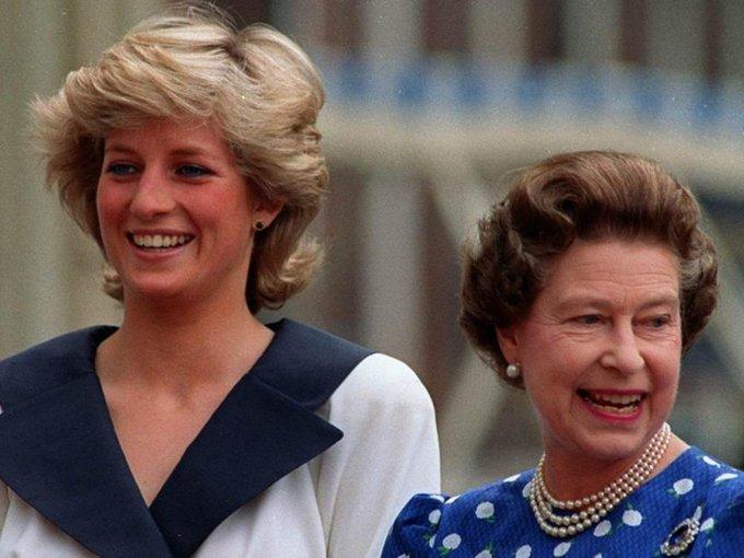 La relación casi de madre a hija que Lady Di y la Reina Isabel II llevaban, se fue deteriorando con el tiempo.