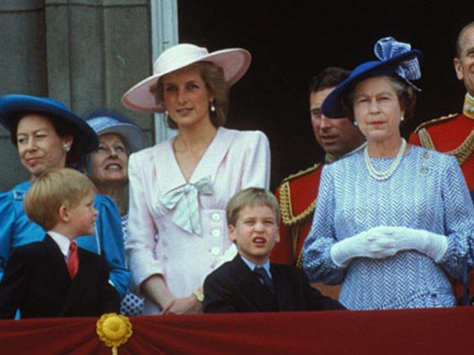 Todos amaban a Lady Di, excepto la princesa Margarita, hermana de Isabel II, porque la encontraba bastante tonta