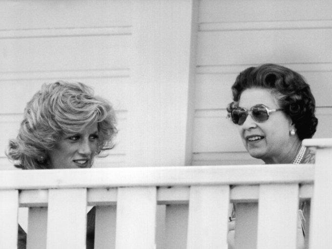 Diana dio una entrevista para BBC que destruyó la relación, confesó sus amoríos y dijo que el príncipe Carlos la había engañado desde el principio, pero lo que más le dolió a la reina, fue que asegurara que Carlos no estaba preparado para ser rey.