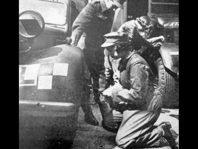 """Durante la Segunda Guerra Mundial,  en ese entonces """"Princesa Elizabeth"""" trabajaba como mecánica"""