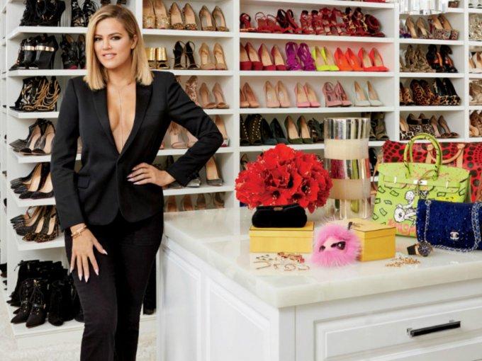 Según Carrie Bradshaw, a las mujeres nos gusta ver nuestro dinero en un solo lugar, colgando en nuestro armario. Estas con las celebridades que consideran que un buen closet es la mejor inversión que una mujer puede hacer a lo largo de su vida. Te mostramos los mejores closets que te dejarán boquiabierto:
