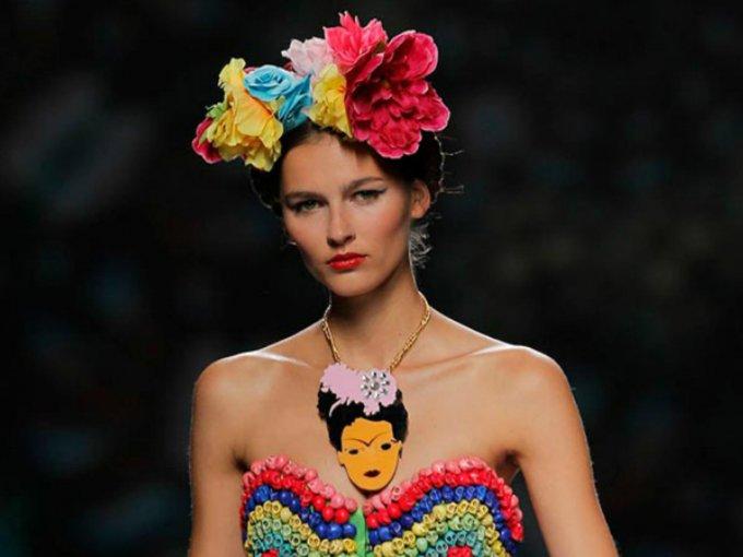 La pintora mexicana Frida Kahlo ha sido por largo tiempo inspiración para la amantes de la moda y del arte. Te mostramos las colecciones que se inspiraron en esta leyenda mexicana: