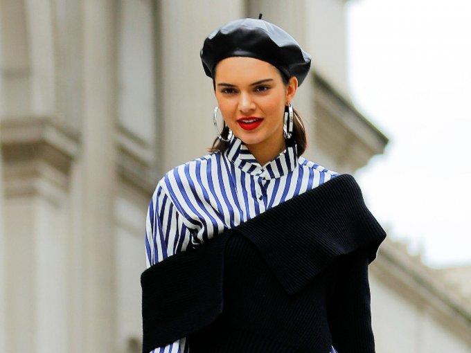 Si piensas que llegar al trabajo portando un vestido brilloso y corto con tacones de 15 cm es algo que demuestre tu buen estilo: ERROR. Te mostramos las 10 prendas que debes evitar usar en el trabajo: