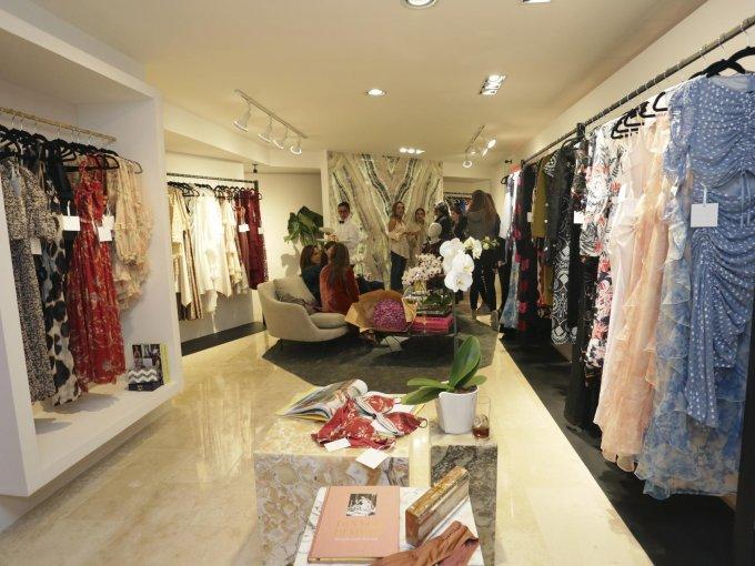 La boutique cuenta con opciones de vestuario para distintos eventos
