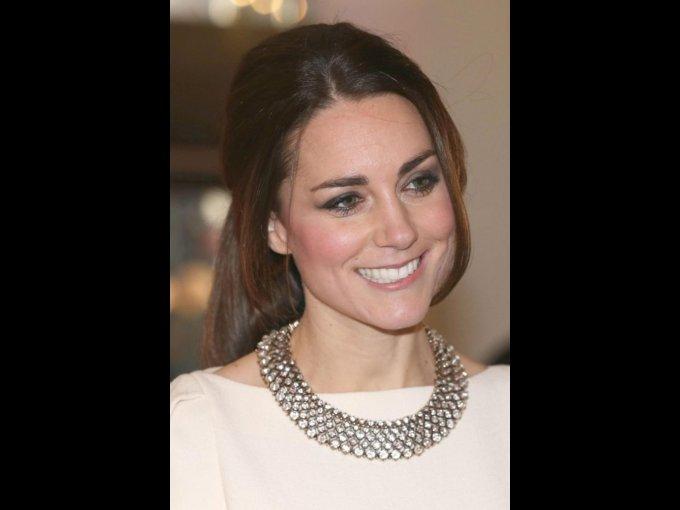 Catherine Middleton. Hija de una azafata y un despachador de vuelos. Estudió Historia del Arte en la Universidad de Saint Andrews donde conoció al príncipe William de Inglaterra con quien se casaría en el 2011.