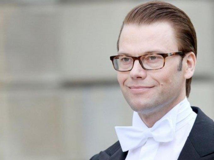 Daniel Westling Bernadotte. Entrenador personal y dueño de varios gimnasios, conoció a su futura esposa, la princesa Victoria de Suecia en el 2002 tras convertirse en su entrenador personal.
