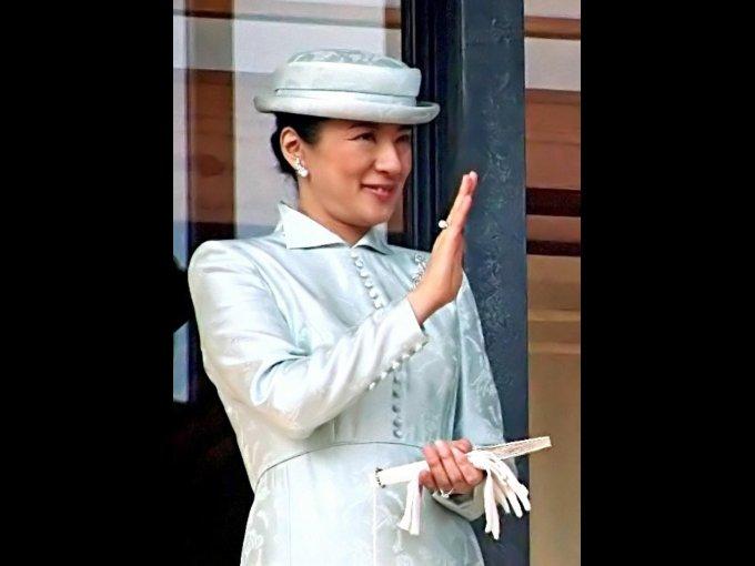 Masako Owada. Hija del exvicimenistro de Asuntos Exteriores de Japón; estudió Economía en Harvard graduándose con honores. Se casó con Naruhito, heredero al trono de Japón.
