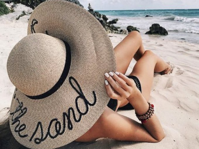 El verano se acerca y estamos ansiosos por sacar del armario las prendas de playa. Pero no solo el bikini con un lindo vestido crearán un look triunfador, conquista todas las miradas con estos accesorios.