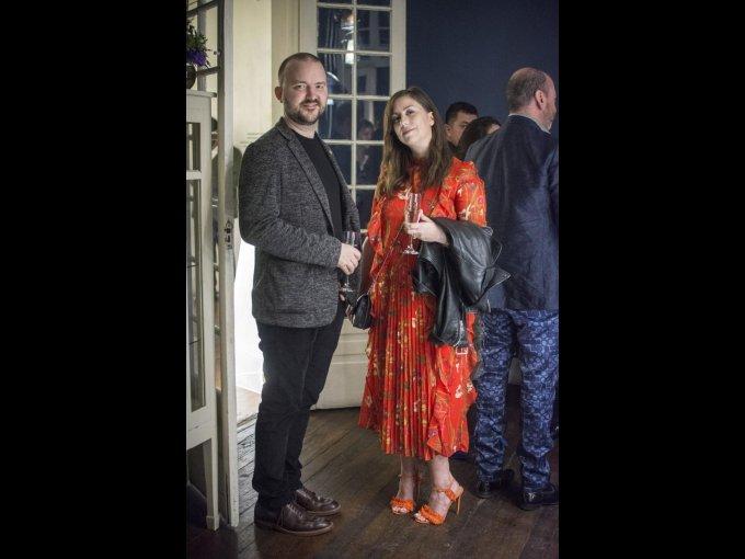 Clif Johnson con Sarah Cooper