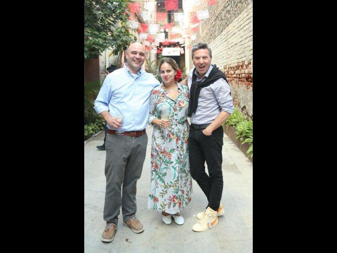 John Simmons, Gigi Russo y Rafael Micha