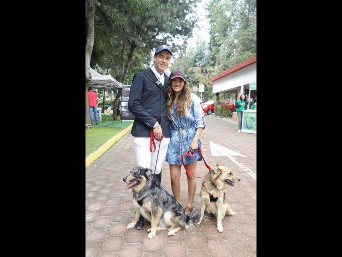 Carlos Pereda y Gabriela Hernández con Wicho y Danca