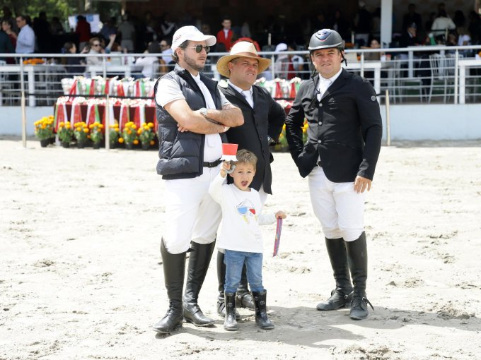 Juan Pablo Peresandi y Diego Peresandi con Álvaro Becker y Mauricio Becker