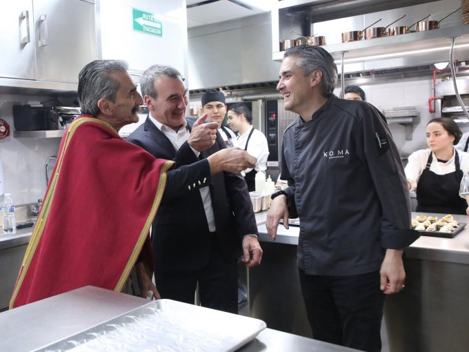 Los chefs Yuri de Gortari, Pablo San Román y Mikel Alonso
