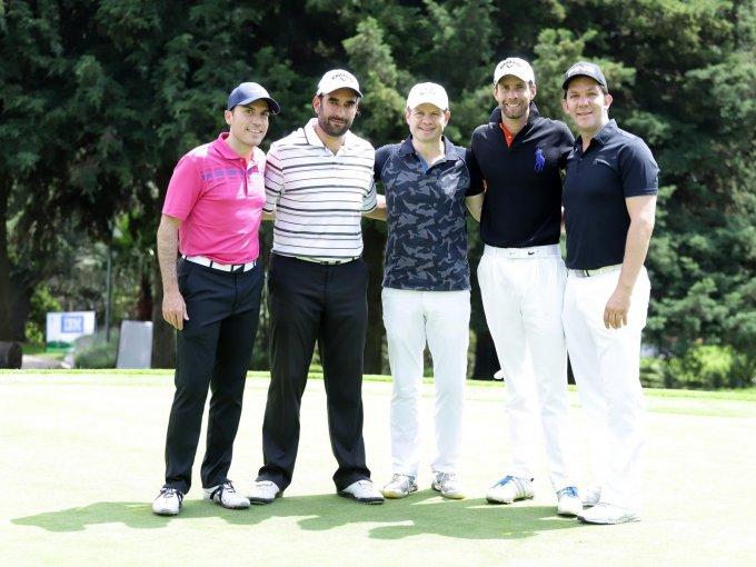Juan Estévez, Juan Manuel Cossío y Roberto Glenn con John y Carlos Potes