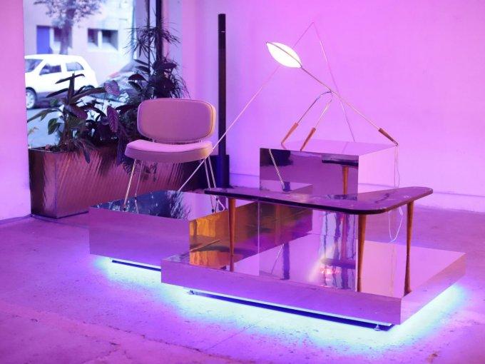 La colección se integra por Century (silla), Gemini (lámpara) y Nebula (mesa)