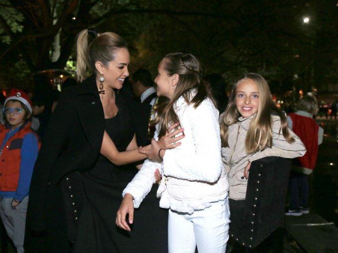 Olivia Peralta con Gia y Luciana Hidalgo