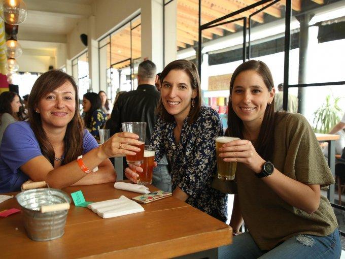 María Esther Lazcano, Laurianne Despeghel y Amaya Aranzábal