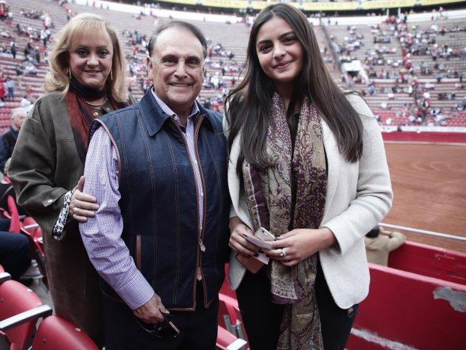 Mercedes Arellano con José Carlos y Sofía Cardoso