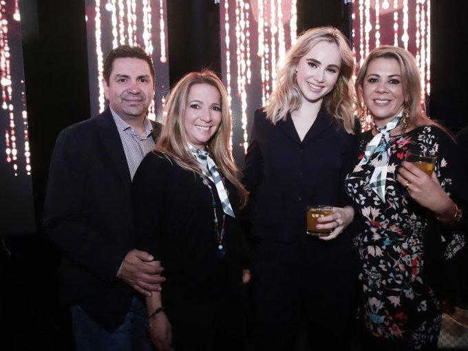 Gonzalo y Alejandra Cuevas con Suki Waterhouse y Saira Varela