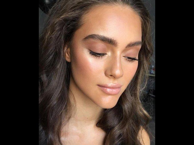 """Este maquillaje es un """"all brown"""" con la ceja súper definida"""