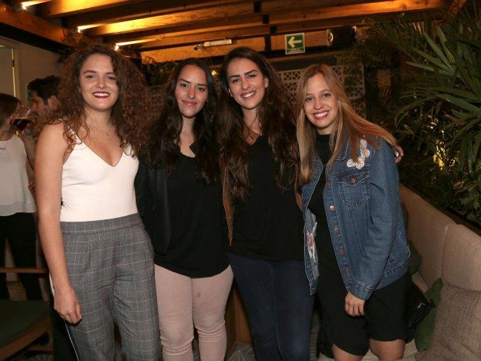 Melissa del Valle, Constanza Del Valle y Sofía Álvarez con Denisse Ostos