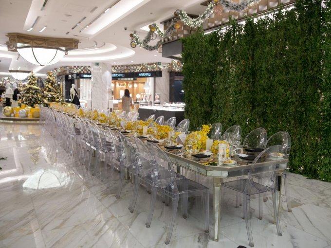 Las orquídeas amarillas fueron el elemento central de la decoración