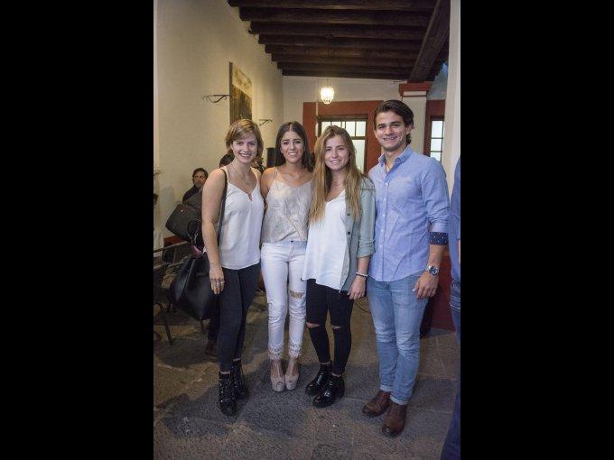 Camila Vivián y Camila Vohn con Diego Vivián e Isabela Vivián
