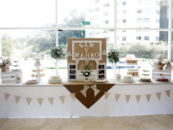 La decoración del evento fue en tonos tierra y se cuidó hasta el mínimo detalle
