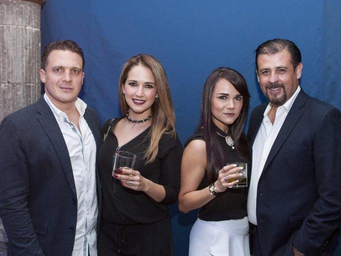 Michel Adib con Nancy y Diana Borrego junto a Héctor Robles