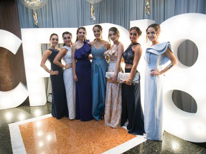 Aitana y Marialy Alonso con Fernanda Rodríguez, Mariana Luna, Adriana Vázquez, María José Pueblita y María Abraham
