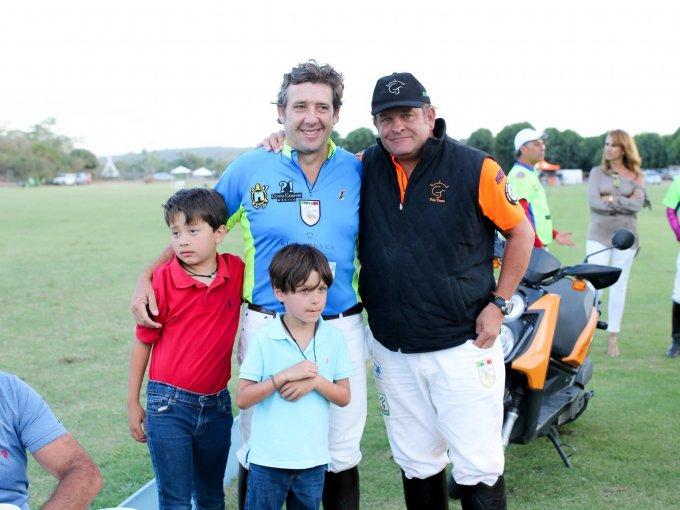 Miguel Gómez de Parada y Billy Steta con Mariano y Gonzalo Gómez de Parada