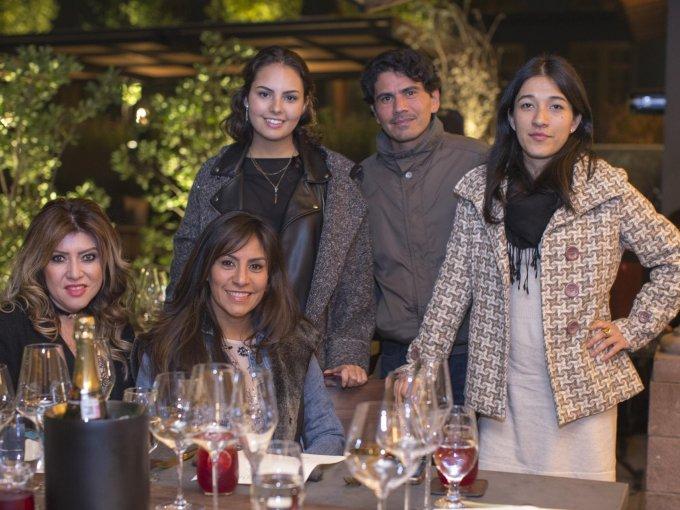 Alejandra Moreno, Gabriela Sánchez, Gabriela Pando, Raúl Sánchez y Rocío Basurto