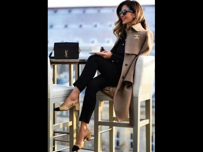 El total black look es un clásico que NUNCA FALLA, sin embargo sugerimos que le agregues algún color con los zapatos, abrigo, bolso o collar para darle un toque divertido.