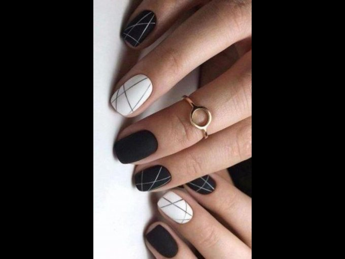 Los diseños más lindos black and white para uñas perfectas.
