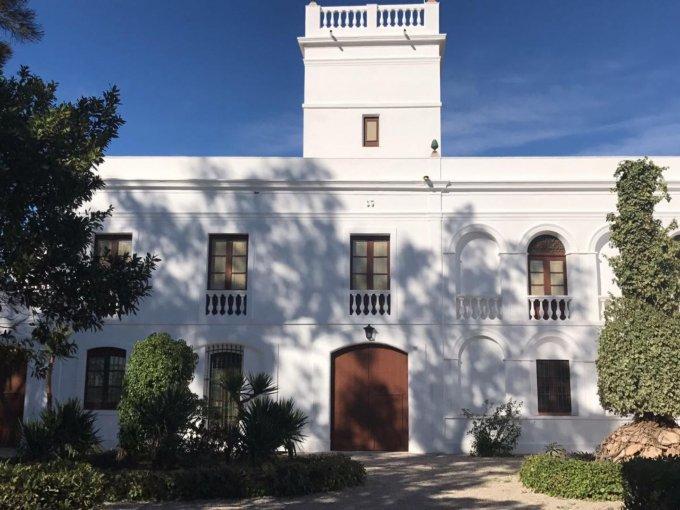 Refugio de Joan Miró / Podrás visitar el taller que conserva obras y grafitis originales de Miró