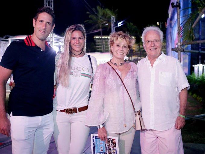 José Antonio y Odette Moreno con Mati y Alejandro Martí