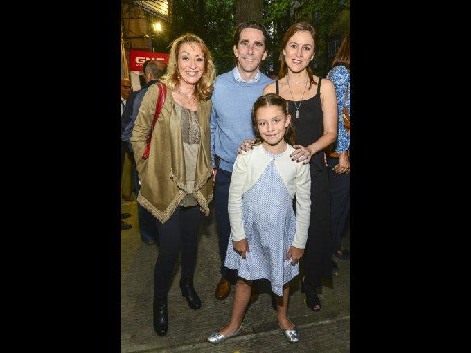 Lucía de Robina, Gerardo Gaya e Inés Gaya con Marisol Barroso