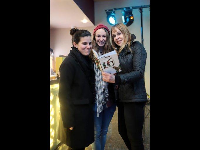 Ximena y Sofía Cuevas con Sylvia Rimoch