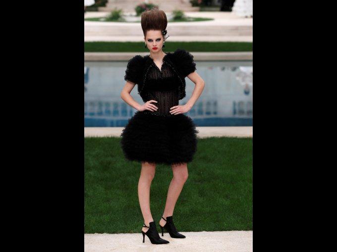 Karl Lagerfeld estuvo ausente en el desfile de Alta Costura Primavera-Verano de Chanel, pero el show debe continuar. Mira las fotos: