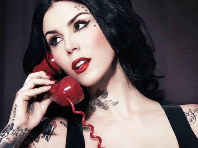 Kat Von D, artista de tatuaje y empresaria, nació en México y sus padres son argentinos, pero creció en California.