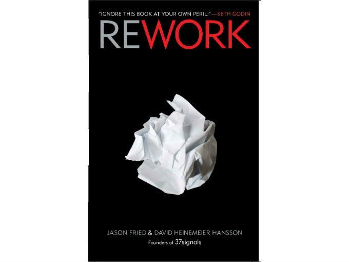 """César González,  Bluemessaging recomienda: Rework, de Jason Fried y David Heinemeier Hansson.""""Es como una Biblia en la forma de trabajar en cuanto a startups"""". Foto: Especial"""