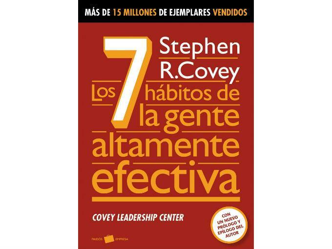 """La mano del mono recomienda: Los 7 hábitos de la gente altamente efectiva, de Stephen R. Covey. """"Creo que muchos lo conocemos. Realmente cuando ya sabes tu misión, entonces (te ayuda a saber) cómo la visualizas, cómo la aterrizas y cómo la logras en equipo"""". Foto: Especial"""