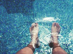 Cuida tus pies estas vacaciones