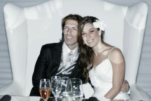 Tras varios meses de preparación y cuatro años de noviazgo, Mónica y Alejandro sellaron su compromiso matrimonial.