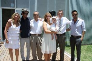 Familia unida: Carolina Chávez, Risto Staycof, Antonio Taracena, Georgina Chávez, Sofía Isabella, Erik y Antonio Taracena.