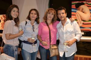 Cristela y Carmen con Lupita Alarcón y Marco Alar