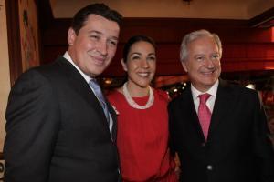 Muy orgullosos: Julien Debarle, Cristina Pineda y Daniel Parfait